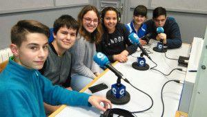 Alumnos del I.E.S. Martín Vázquez de Arce en su propio programa de radio