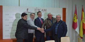 El consejero de Agricultura mantiene una reunión sobre agricultura ecológica con las OPA's en el IRIAF (Tomelloso)