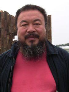 800px-Ai_Weiwei buena