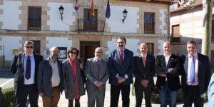 El consejero de Sanidad, Jesús Fernández, visita el consultorio local de Torrejón del Rey