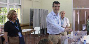 Antonio Román ha votado en el Centro Social La  Amistad