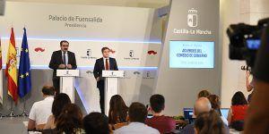 El consejero de Sanidad, Jesús Fernández, y el portavoz del Gobierno regional, Nacho Hernando, informan de los acuerdos del Consejo de Gobierno