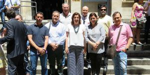 Foto familia representantes de Puertollano en la firma