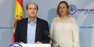 Juan Pablo Sanchez y Silvia Valmaña hoy en rueda de  prensa 03062016