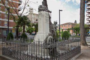 Monumento al Conde de Romanones recientemente restaurado; escultura