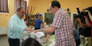 Vicente Tirado ejerce su derecho al voto, 260616