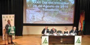 El Gobierno de Castilla-La Mancha se muestra contrario a que se flexibilicen los criterios para que agricultores que no son profesionales cobren la PAC