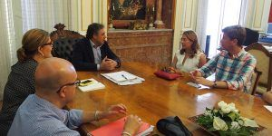 Susana Pérez y Jesús Cerezo, creadores del blog 'Webos Fritos', muestran su apoyo a la candidatura de Cuenca como 'Capital Española de la Gastronomía 2017'