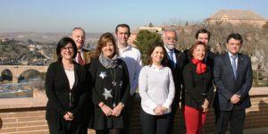 Nogueroles y Gonzalez Lamola junto al grupo de alcaldes y concejales que han denunciado la discriminación de Page por los talleres de empleo | Liberal de Castilla