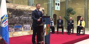 El alcalde de Pastrana aprovecha la notoriedad de la Feria Apícula para insistir en la Autovía de La Alcarria y hacer Parador el Palacio Ducal