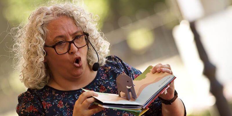 Mar Benegas abre el programa de actos del Mes de la Poesía en la biblioteca de Valdeluz