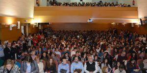 El maestro César Bona defiende en la UCLM la participación de padres, niños y docentes en la Educación