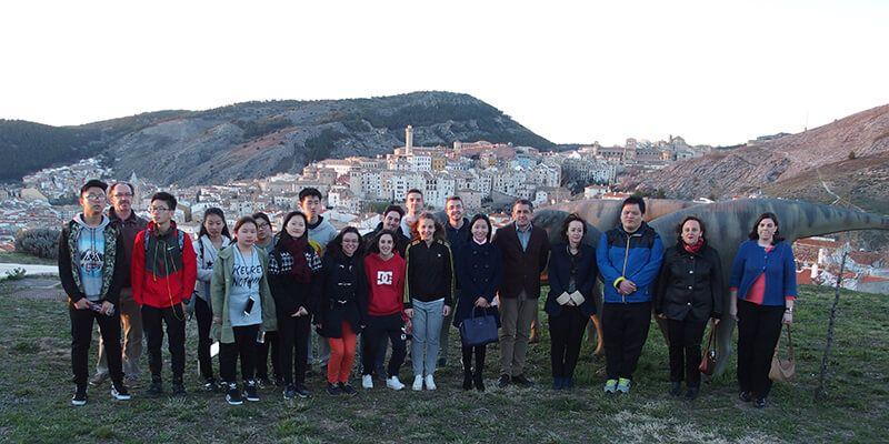 Un grupo de alumnos y profesores de Shanghai visita el Museo de Paleontología de Castilla-La Mancha