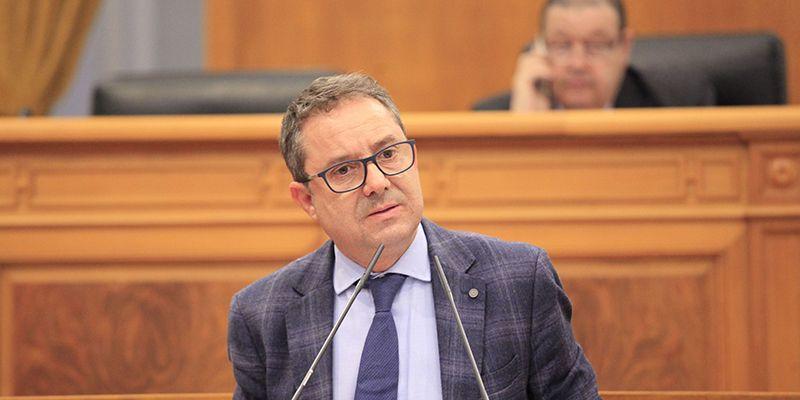 El PP critica que Page se gaste 150.000 euros en luces de colores para los molinos, en lugar de contratar personal sanitario