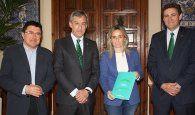 La alcaldesa de Toledo y el presidente de las Cortes reciben la Memoria Anual de Caja Rural de Castilla-La Mancha