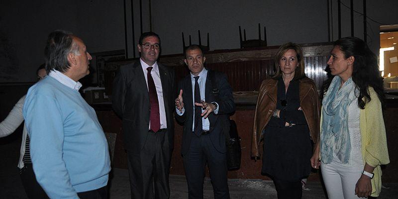 La subdelegada del Gobierno en Cuenca conoce de primera mano las condiciones del edificio de los agentes sociales