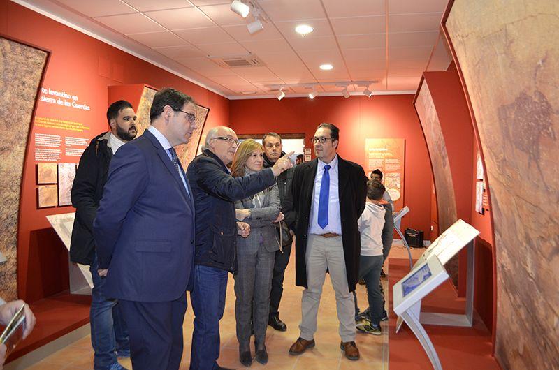Prieto espera que el Centro de Interpretación de Arte Rupestre sea el revulsivo turístico definitivo para Villar del Humo