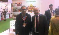 Santos López muestra el apoyo de la Junta a las empresas que han acudido al Salón Gourmets bajo el stand de Castilla-La Mancha
