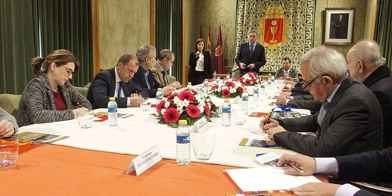 El Ayuntamiento de Cuenca acoge una reunión entre los embajadores del Grupo Asia-Pacífico y organizaciones empresariales