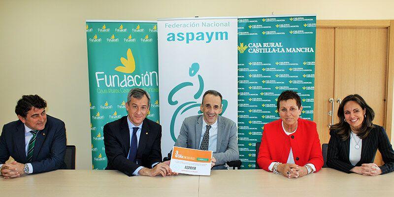 Caja Rural Castilla-La Mancha entrega una ayuda Workin a ASPAYM por su uso de la tecnología de apoyo