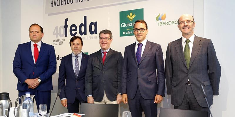 El director general de Globalcaja, con el ministro Álvaro Nadal en el 40 aniversario de FEDA