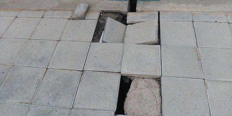 IU Azuqueca insiste en su denuncia por el mal estado de muchas calles del municipio