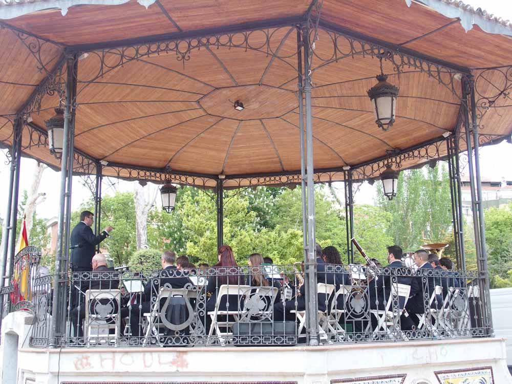 La Banda de Música ofrece un concierto en el Parque San Julián para celebrar el Día de las Fuerzas Armadas
