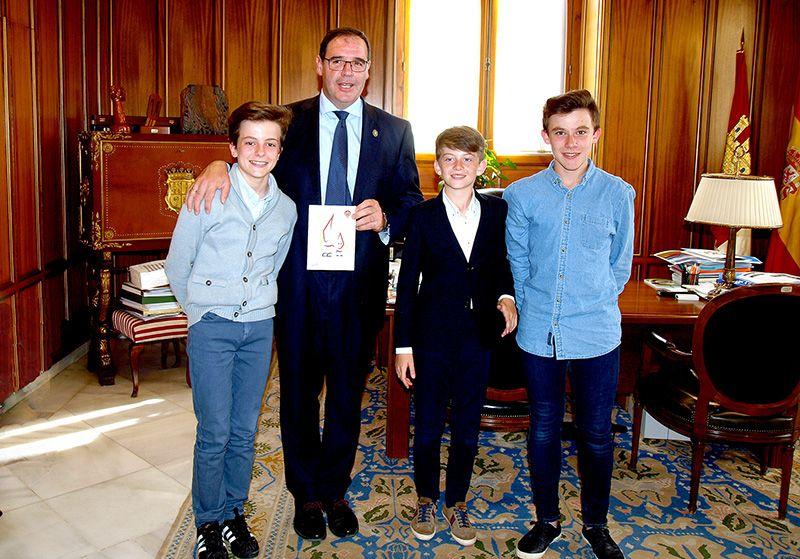 Prieto felicita a los tres jugadores conquenses subcampeones de España con la Selección de C-LM Infantil de Fútbol Sala