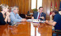Prieto agradece a la Santa Cena el nombramiento de la Diputación como Hermano Mayor Honorífico Institucional