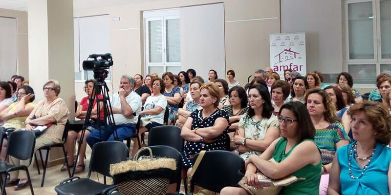 AMFAR reúne a un centenar de mujeres en la charla de Herencias y Sucesiones en Membrilla