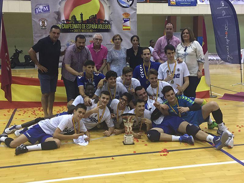 Alrededor de mil personas se dan cita en Cuenca en el XXI Campeonato Nacional de Voleibol Cadete Masculino y el IV Descenso del Júcar de piragüismo
