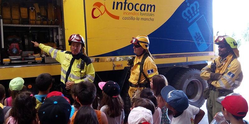 """Alumnado del colegio San Blas de Cabanillas visita el centro Operativo del Servicio de Prevención y Extinción de Incendios """"El Serranillo"""""""