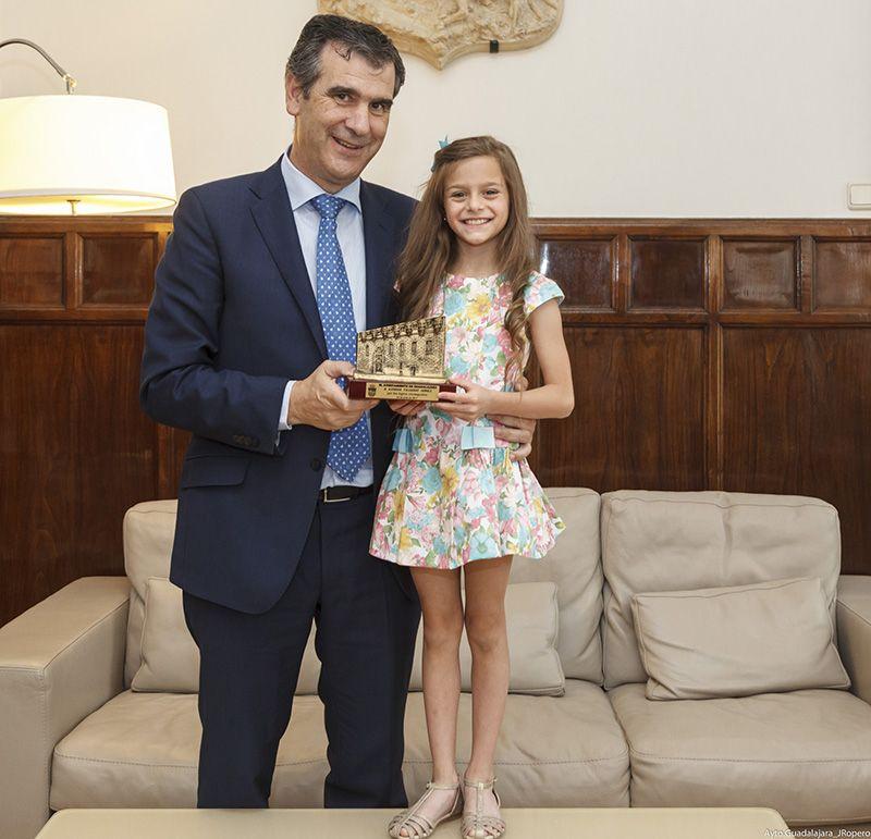 Antonio Román recibe a la deportista alcarreña Aimara Fajardo
