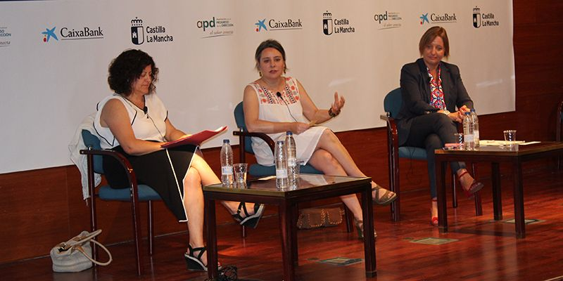 Araceli Martínez aboga por la necesidad de que los maridos asuman el 50% de las tareas domésticas