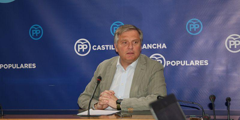 Cañizares indica que Page, a pesar de ser ninguneado, quiere seguir en su cargo y, para ello, tragará con lo que sea