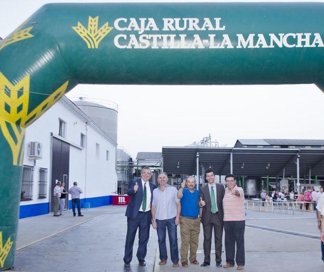 """Caja Rural CLM, junto a la cooperativa """"La Humildad"""" de El Toboso en el 'Día del Socio'"""