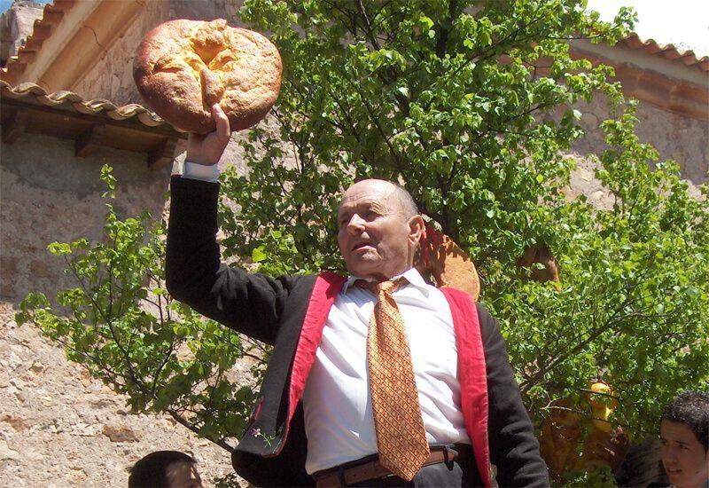 Raíces del Liberal. La Caballada de Atienza hace 31 años. Fiel de Fechos: ¡la Bandera está subastada en 160 cuartillos! | Liberal de Castilla