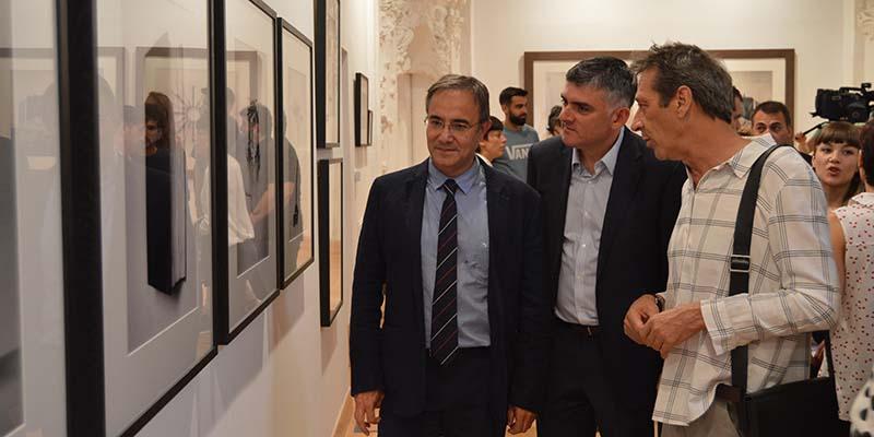 El Gobierno regional destaca que Cuenca es el mejor lugar para entender al artista Chema Madoz por la cercanía de su obra a la de Antonio Pérez