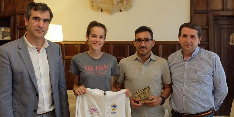 El alcalde de Guadalajara felicita a Ana Lozano por su último gran triunfo deportivo
