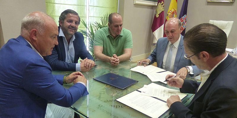 El presidente de la Diputación firma un convenio de colaboración con la Asociación Deportiva Ciudad de Guadalajara