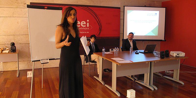Empresarios y emprendedores se informan en el CEEI sobre los derechos de la propiedad intelectual online