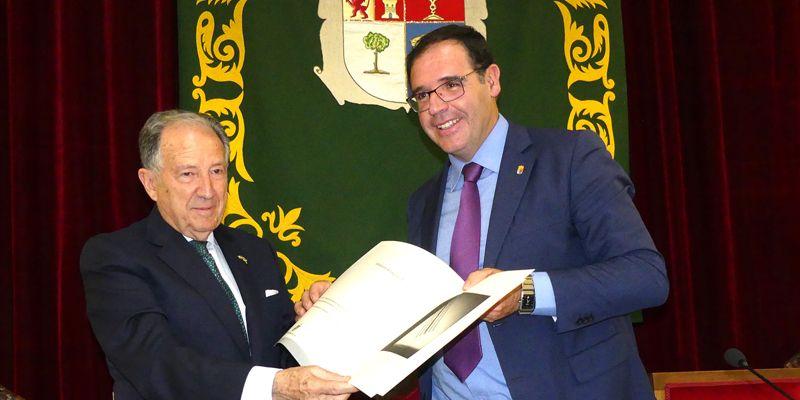 """Félix Sanz Roldán recibe con orgullo el Premio 'Conquense Excelente 2017' como """"culminación a toda una vida"""""""