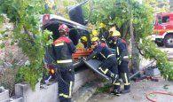 Herido un hombre al caer con su coche por un terraplén en el casco urbano de Enguídanos