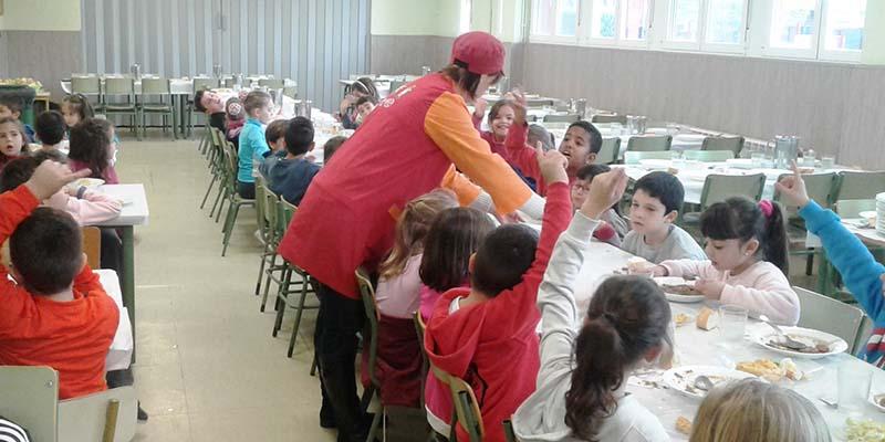 Junta y siete ayuntamientos de Guadalajara firman convenios para mantener abiertos los comedores escolares en verano
