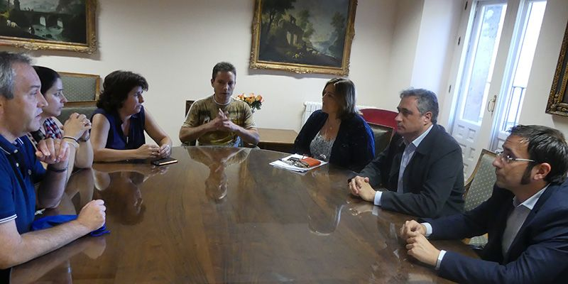La Asociación de Libreros y Ayuntamiento de Cuenca crearán un grupo de trabajo para preparar la próxima Feria del Libro