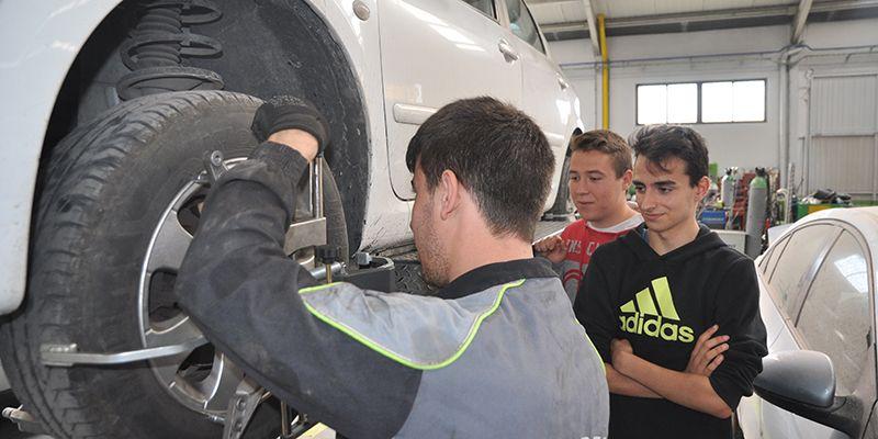 La Asociación de Talleres de Reparación de Automóviles de Cuenca recomienda hacer un chequeo al coche antes de salir de vacaciones