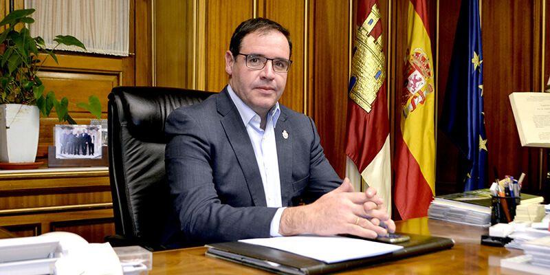 """Prieto recrimina al director provincial de Economía que sólo acuda a Diputación a hacerse fotos y no """"a defender los intereses de la provincia"""""""