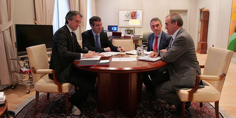 Román solicita a Fomento la construcción de la variante de la N-320 en Guadalajara y la mejora en los servicios ferroviarios entre Guadalajara y Madrid