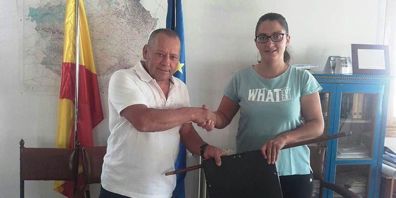 Sandra Crespo toma el relevo de Juan Carlos Martínez tras 20 años como alcalde de Masegosa