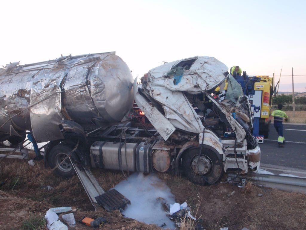 Un muerto y un herido en el accidente de un camión de suero lácteo en Saelices